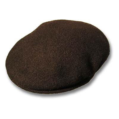 Visera de la marca KANGOL, en color negro. sin forro. Para el invierno.