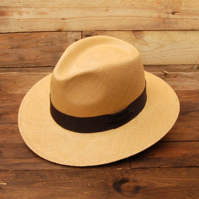 Sombrero Panamá, paja natural color tostado.